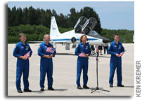 Images: STS-135 Crew Arrives in Florida